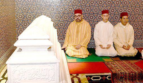 الملك يترأس حفلا دينيا إحياء للذكرى الـ21 لوفاة الملك الحسن الثاني