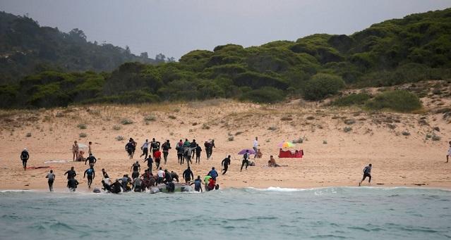 هربا من الأزمة..  تدفق مقلق لمهاجرين جزائريين على إسبانيا
