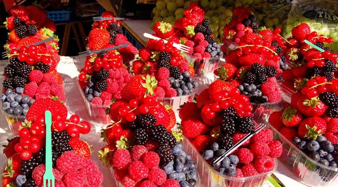 إنتاج الفواكه الحمراء يزدهر ويبشر بانتعاش الصادرات