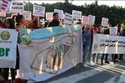 عشرات المغاربة يحتجون للمطالبة بالعلاج المجاني لمرضى السرطان