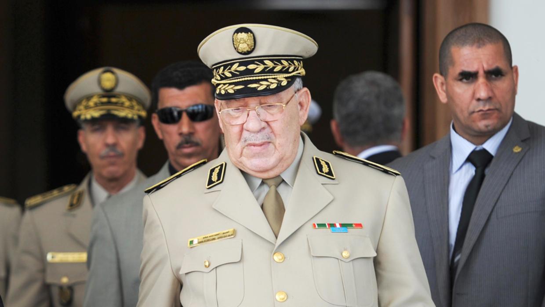 الغموض يلف وفاة قايد صالح وإعلان الحداد 7 أيام بالجزائر