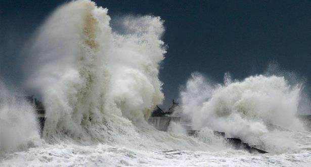 نشرة خاصة: أمواج خطيرة على السواحل الأطلسية ابتداء من الإثنين