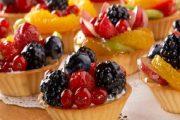 إليك طرق تلميع الفاكهة على التورتة