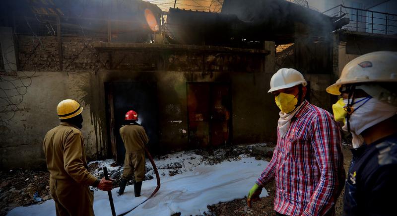 احتراق منزل بسبب انفجار بطارية هاتف محمول في الهند