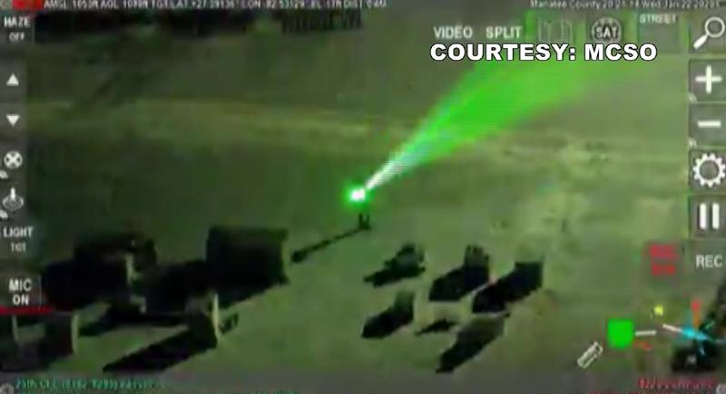فيديو.. رجل يستفز الطائرات بأشعة الليزر في فلوريدا