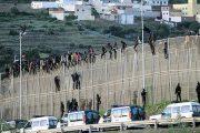 إحباط محاولة اقتحام 400 مهاجر لسبتة المحتلة وتسجيل إصابات