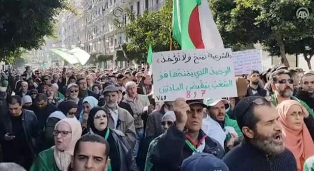 محلل جزائري.. السلطة تخطط لإجهاض الحراك وتسفيه روحه التحررية