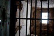 معتقل سابق يفضح