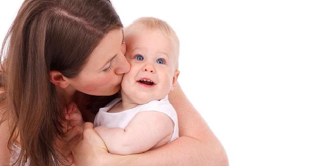 تزامنا مع فصل الشتاء.. إليك 4 نصائح للعناية ببشرة طفلك