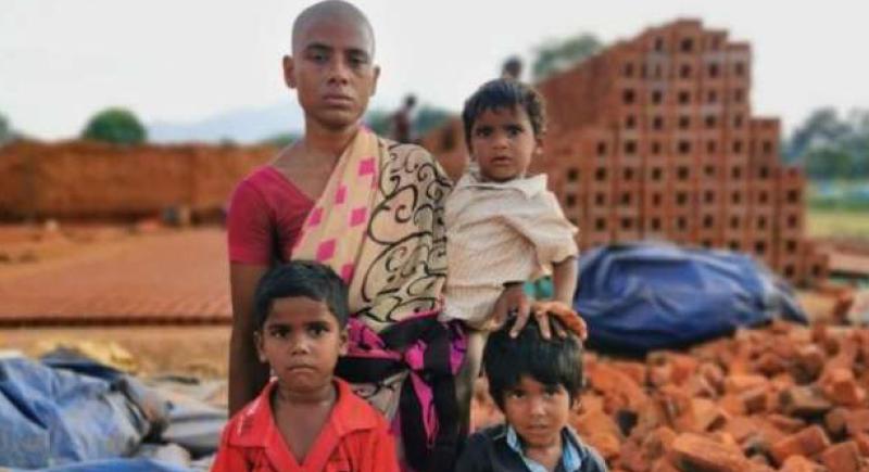 لم تأكل لـ 3 أشهر.. هندية تنقذ أولادها من الموت جوعا ببيع شعرها (صور)
