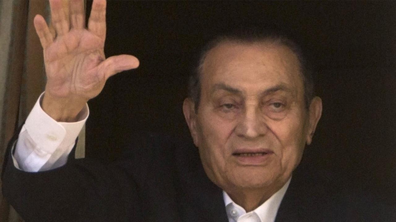 مصر تقيم جنازة عسكرية لتشييع رئيسها الأسبق حسني مبارك
