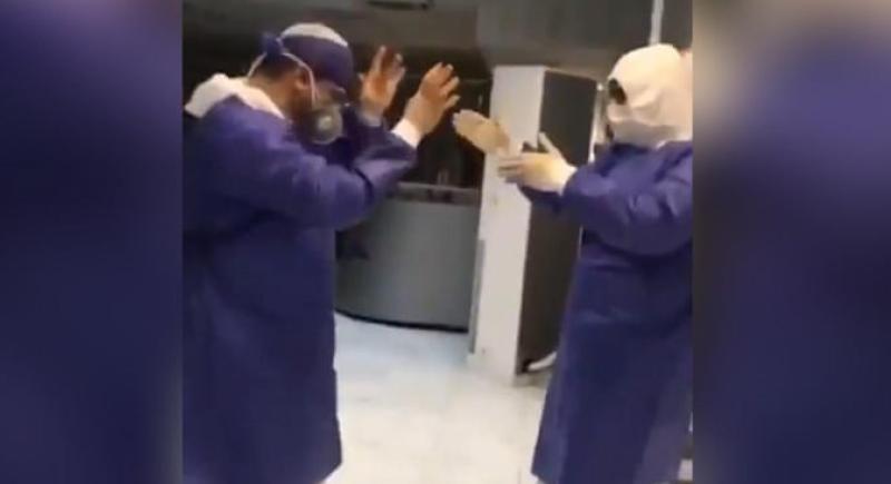 أطباء إيرانيون يرقصون في وجه فيروس كورونا (فيديو)