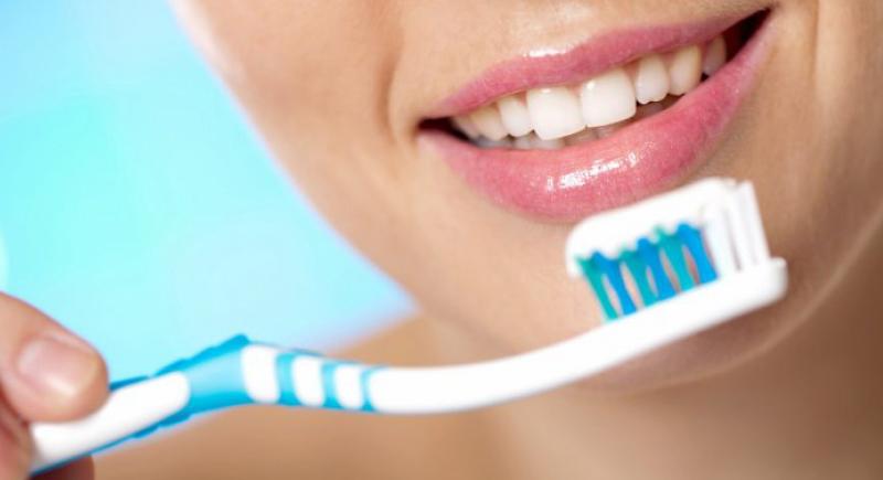 تنظيف الأسنان ثلاث مرات في اليوم يحمي من الإصابة بـ