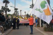 من أمام محكمة البيضاء.. نقابيو ''سامير'' يجلدون حكومة ''الديباناج'' ويطلبون حلا للأزمة