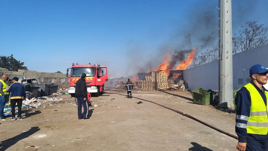 النار تلتهم محلات تجارية بسوق