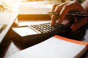 الحكومة تبلع لسانها إزاء زيادات تأجيل أقساط القروض