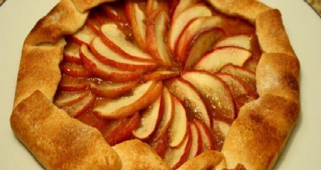 وصفة لتحضير فطيرة التفاح بالقرفة