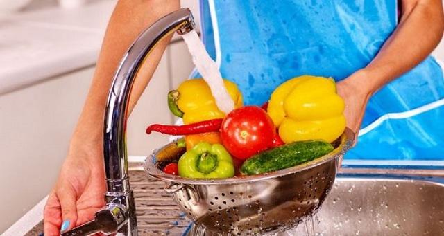 في زمن كورونا.. تعرفي على طريقة تعقيم وغسل الخضروات والفواكه