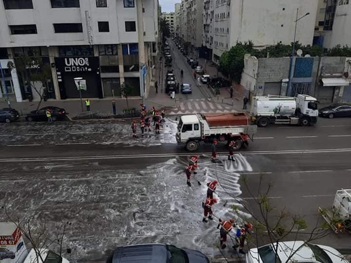 جماعة البيضاء تواصل تعقيم الشوارع لمواجهة فيروس كورونا