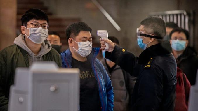 بعد رفع الحظر.. ووهان الصينية تستقبل أول طائرة ركاب بمطارها