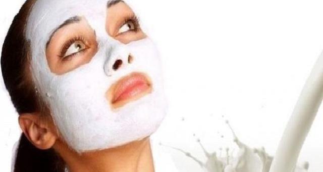 النشا والحليب.. وصفة لتبييض بشرة الوجه