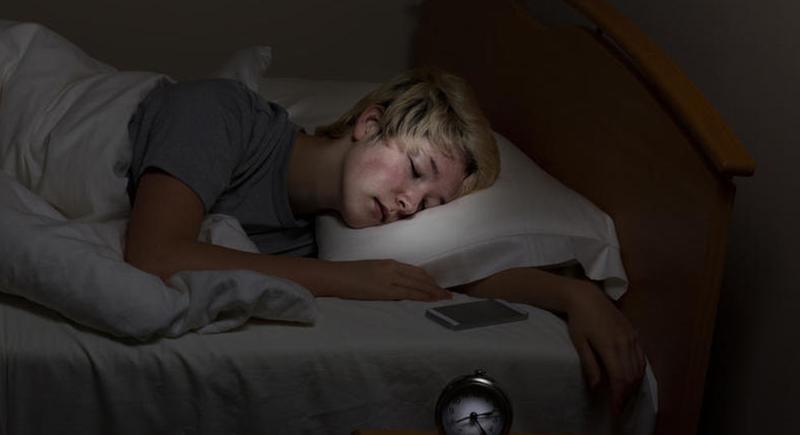 مخاطر النوم اقل من سبعة ساعات في الليل على صحتك