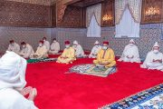 الملك يؤدي صلاة عيد الفطر دون خطبة في احترام للحجر الصحي