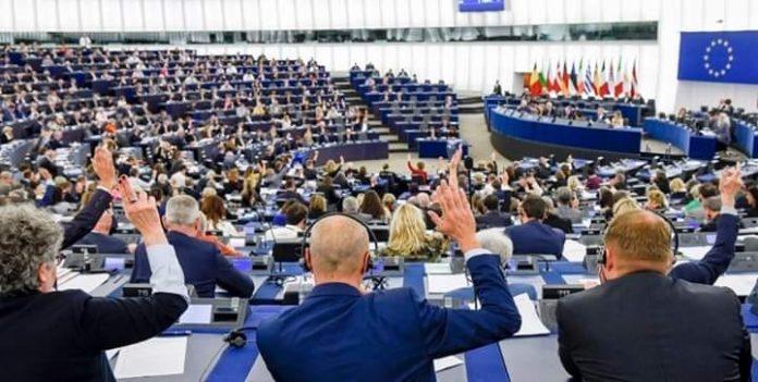 البرلمان الأوروبي يدين بشدة الاضطهاد الديني في الجزائر
