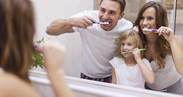 وصفات طبيعية لتبييض الأسنان في فصل الصيف