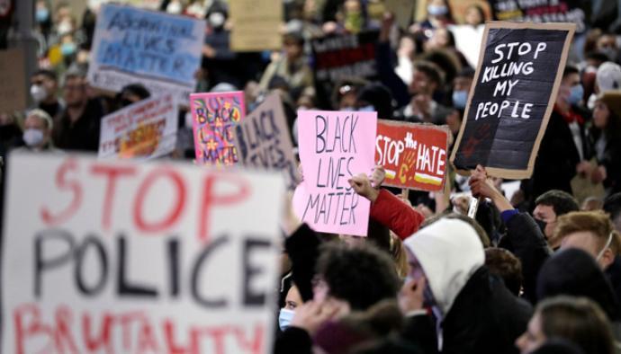 وفاة فلويد.. حاكم نيويورك يقر بخطورة الاحتجاجات وقرار جديد للسيطرة على الوضع