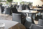 أرباب المقاهي والمطاعم يستقبلون إجراءات تخفيف الحجر الصحي بالاحتجاج