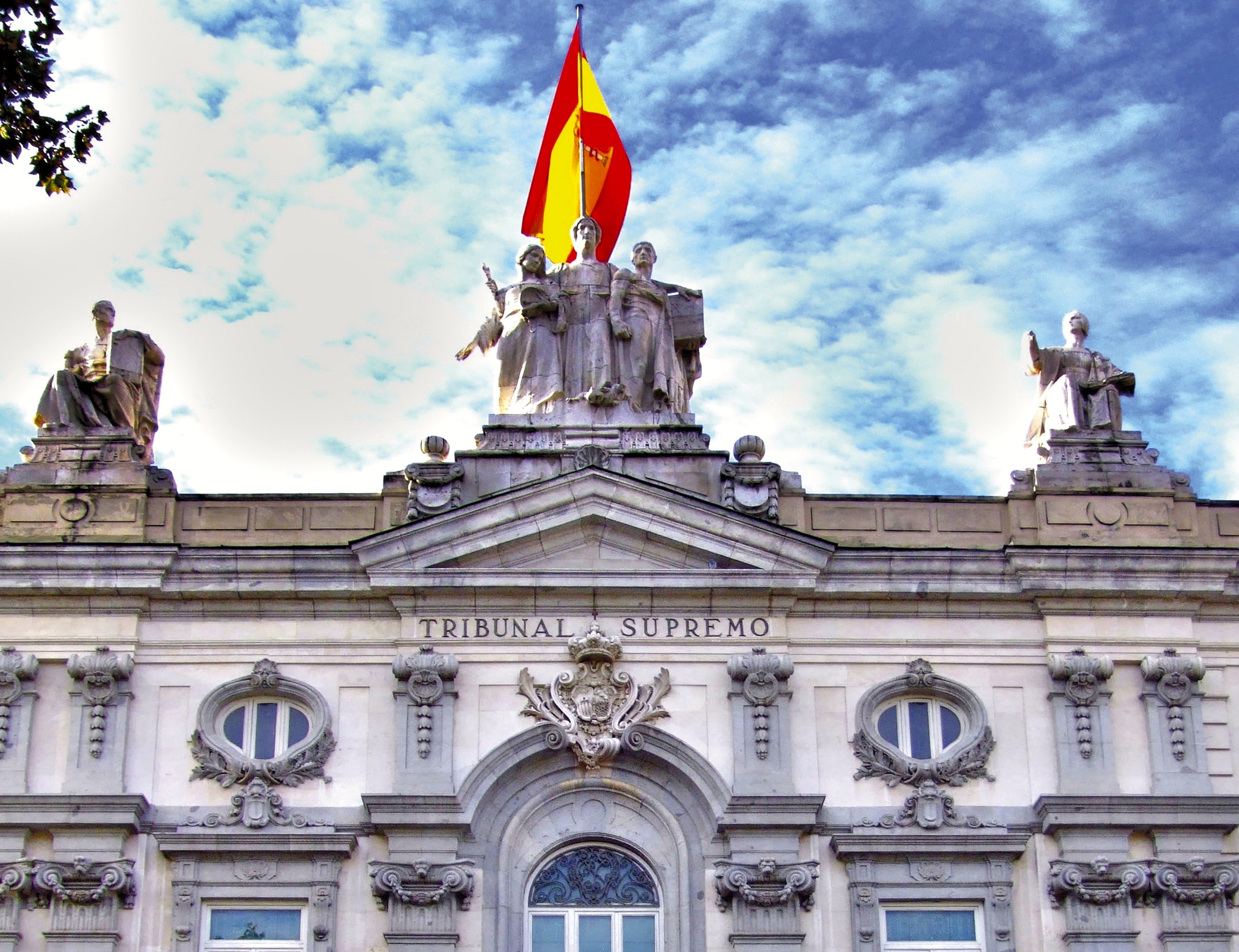 أعلى هيئة قضائية باسبانيا تحظر استخدام شعارات