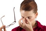طرق منزلية بسيطة للتخلص من إجهاد العين