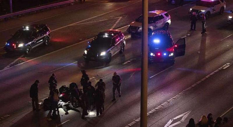 مشهد مروع... سيارة مسرعة تدهس متظاهرين في سياتل الأمريكية (فيديو)