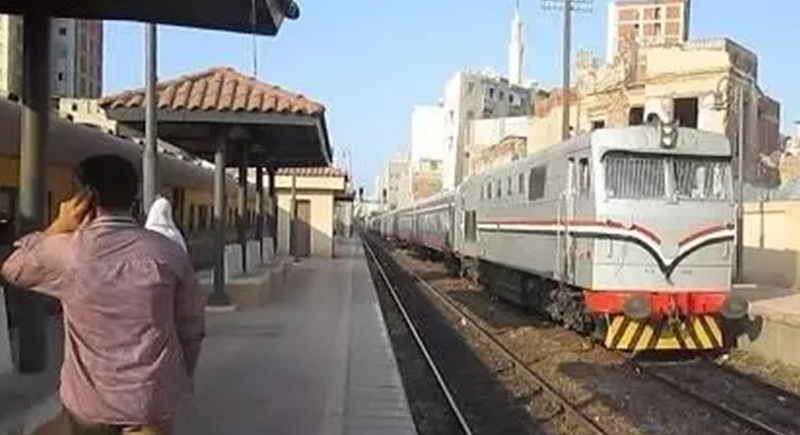 لهذا السبب.. رجل مصري يترك طفله في قطار والأمن يتدخل!