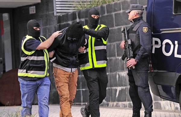 إسبانيا توقف جزائريين بتهمة التحضير لهجوم إرهابي
