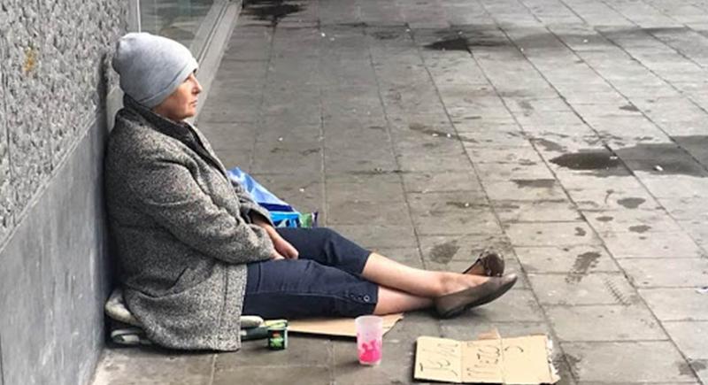 سياسية من أصول عربية تتحول إلى متسولة في شوارع بلجيكا