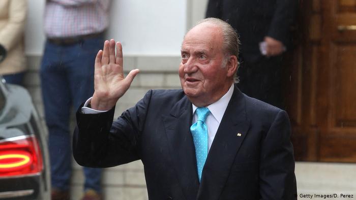 وسط مزاعم فساد.. ملك إسبانيا السابق خوان كارلوس يغادر البلاد