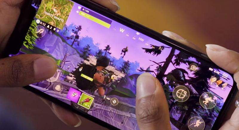 ماذا يحدث لجسمك عند قضاء وقت طويل في اللعب على هاتفك المحمول؟