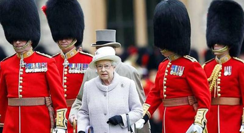 بريطانيا.. الملكة إليزابيث قد تتنحى عن العرش في هذا الموعد !