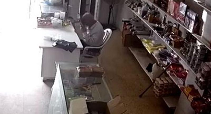 فيديو مؤثر.. لحظة وفاة رجل فلسطيني أثناء قراءة القرآن
