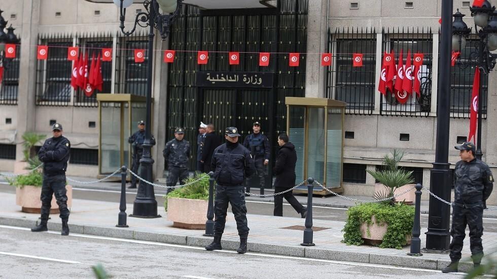 مقتل ثلاثة مهاجمين وعنصر من الحرس الوطني في اعتداء إرهابي بتونس