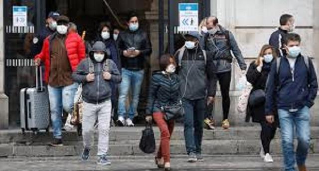 """كورونا عبر العالم.. معدلات """"مقلقة"""" لانتقال العدوى بأوروبا"""