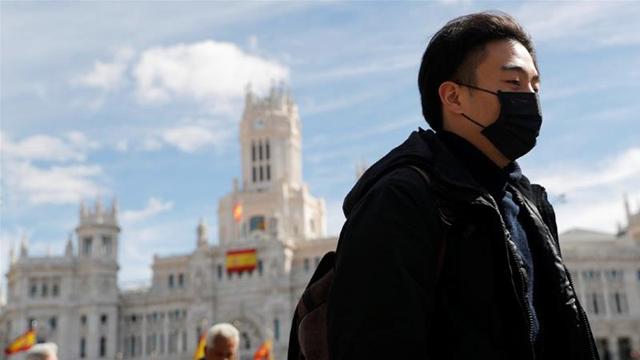 إسبانيا أول دولة في الاتحاد الأوروبي تتخطى مليون إصابة بكورونا
