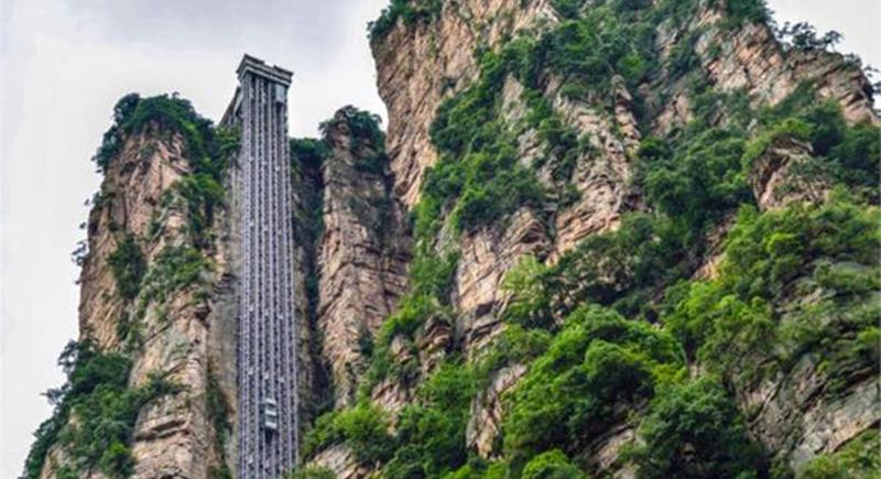 الصين تعيد تشغيل أعلى مصعد بالعالم بعد انخفاض إصابات كورونا (فيديو)