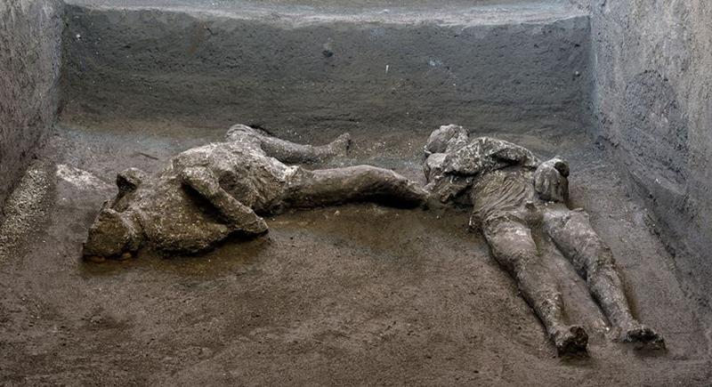 قتلهما بركان قبل ألفي عام... العثور على