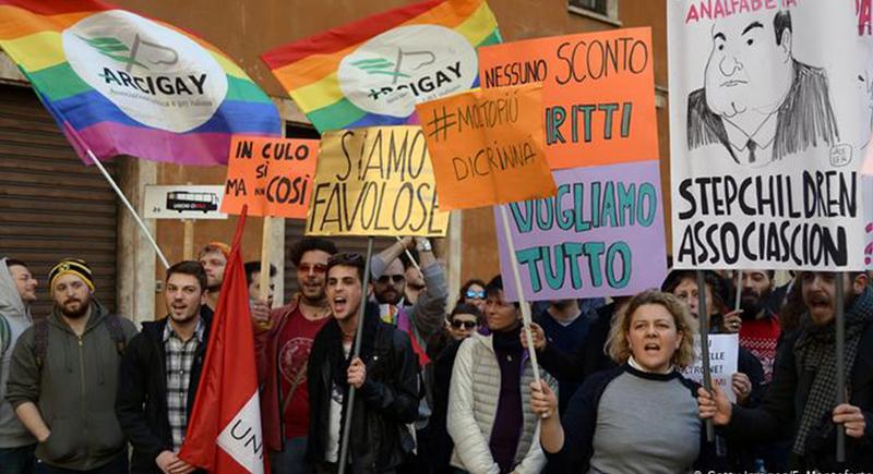 إيطاليا: اعتباراً من اليوم لن يطرد أي مهاجر يعلن أنه مثلي الجنس