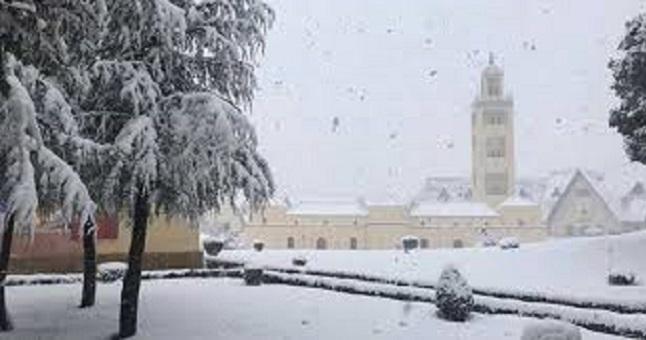 ابتداء من غد الجمعة.. ثلوج وموجة برد ورياح بعدد من المناطق
