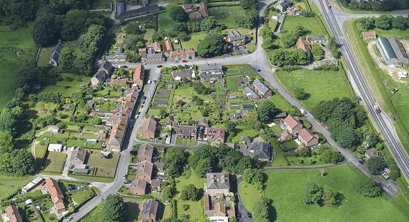 قرية بريطانية معروضة للبيع بشكل كامل وبسعر صادم للجميع
