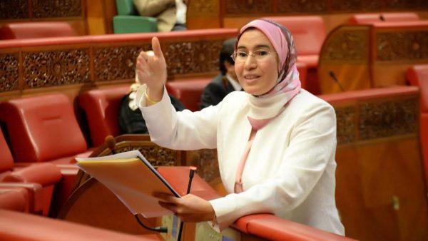 نزهة الوفي: فضح الخروقات في مخيمات تندوف يتصدر أولويات الدبلوماسية المغربية
